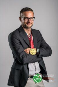 Renaud Freymont, Fromagerie de Saint-Cierges (VD), prépare le fromage Brigand du Jorat, qui a obtenu le Prix d'excellence suisse en 2019.